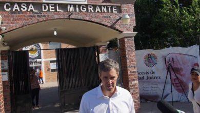 Precandidato demócrata visita albergue de migrantes en Ciudad Juárez