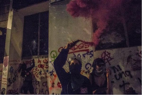 Vandalismo eclipsa la protesta por la violencia contra mujeres | Videos 3