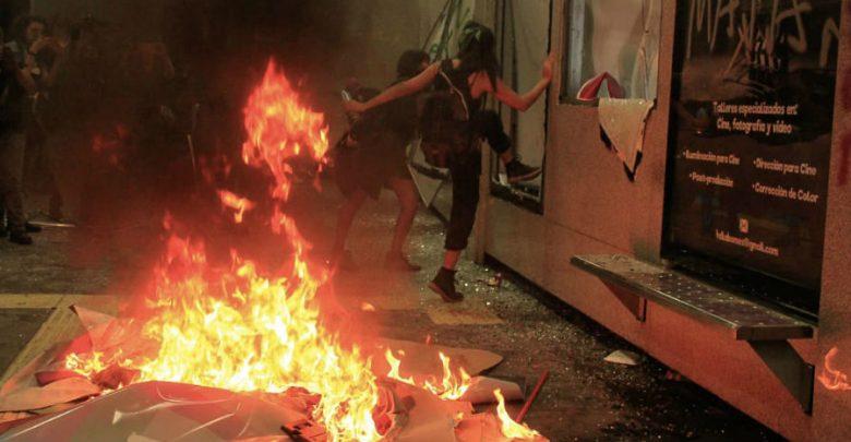 Vandalismo eclipsa la protesta por la violencia contra mujeres | Videos 1