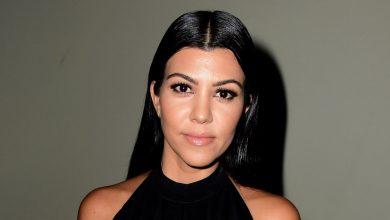 Photo of A los fanáticos les encanta que Kourtney Kardashian haya mostrado estrías