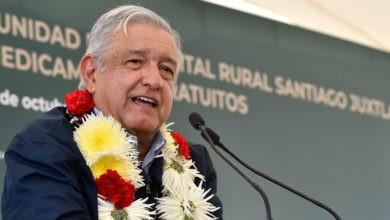 """Photo of Critica AMLO a quienes se ampararon contra Ley de Remuneraciones; """"pueden ganar legalmente, pero moralmente son la nada"""""""