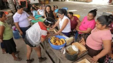 Photo of Desde la cocina, mujeres huaves se empoderan usando hornos solares
