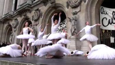Bailarinas de la Ópera de París protestan con el Lago de los Cisnes por pensiones | Videos