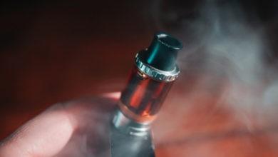 Photo of El pulmón de Vape está disminuyendo a medida que el informe de los CDC culpa al aditivo aceitoso