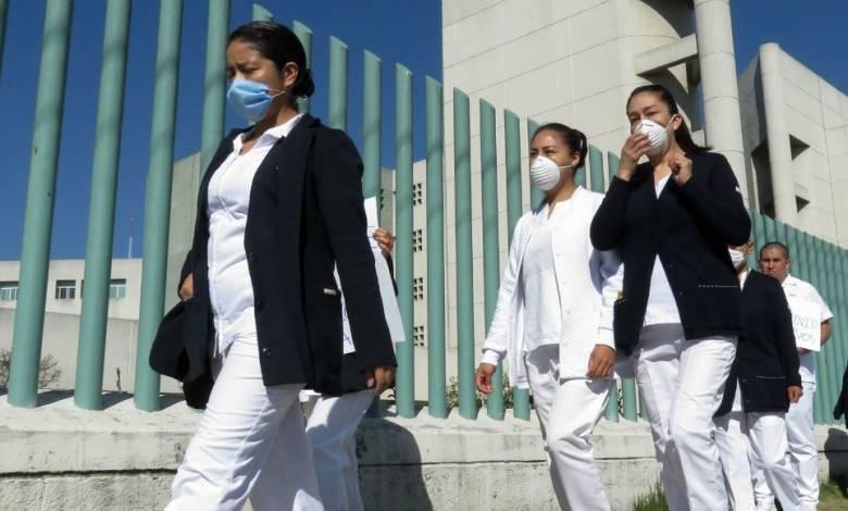 Discriminan a enfermera, le arrojan agua con cloro por atender pacientes con Covid19, enfermeras denuncian acoso