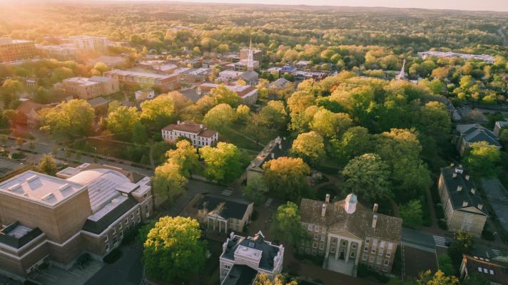 3 puntos de vista sobre la vida y la muerte de las ciudades universitarias, el trabajo remoto y el futuro de los centros de inicio