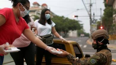 El Salvador restringe salidas para compras de comida