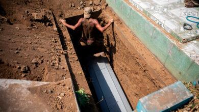 """Photo of Nicaragua: entierros """"express"""" arrojan manto de dudas sobre las cifras del coronavirus"""