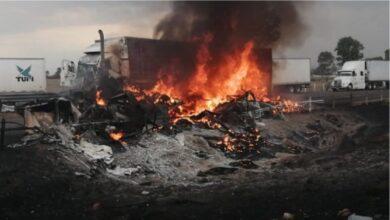 Photo of Se incendian tráiler y camioneta, bloqueada autopista México- Querétaro, Kilómetro 140