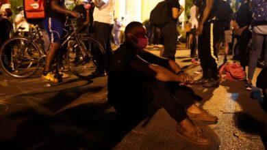 Photo of Manifestantes desafían toque de queda y salen a las calles en Washington, NY y Los Ángeles