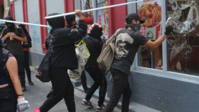 Photo of Vándalos encapuchados saquean y destrozan comercios en la CdMx