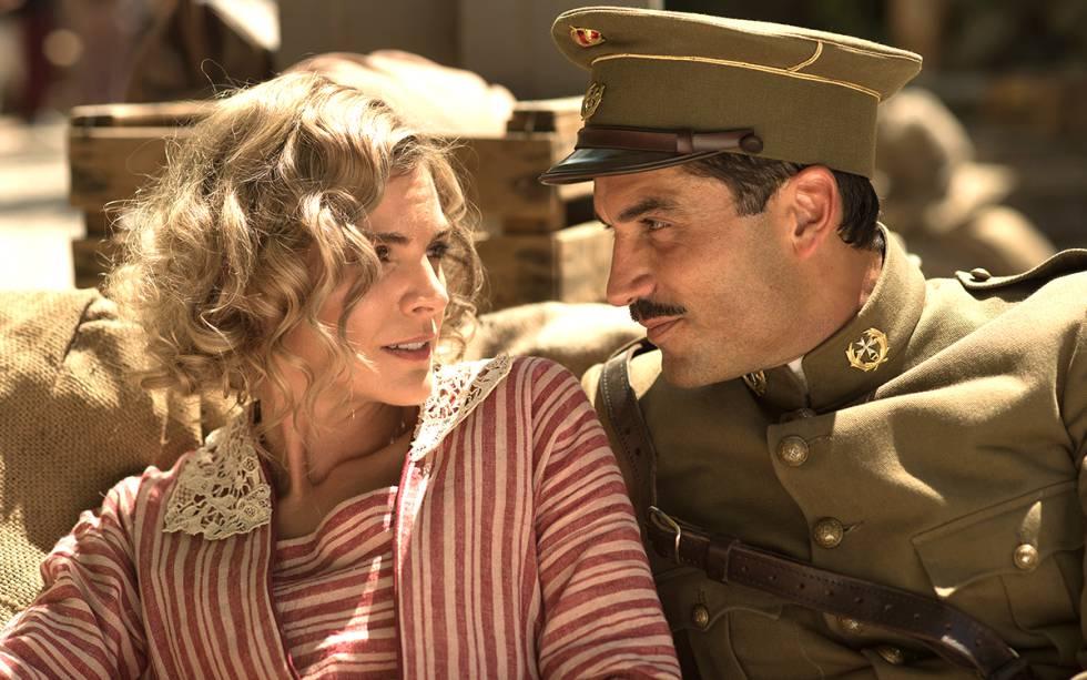 Amaia Salamanca y Álex García, en 'Tiempos de guerra', de Antena 3.
