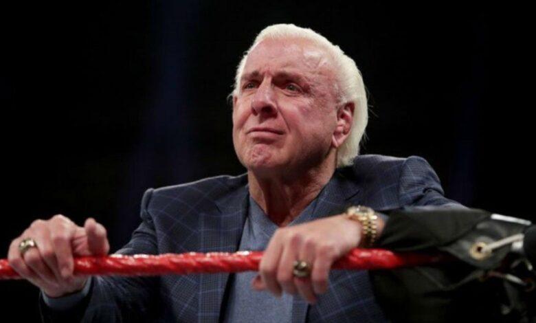 Los fanáticos llaman a WWE por continuar reservando Ric Flair durante la pandemia de coronavirus 1