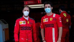 Los pilotos de Ferrari se felicitan por su vuelta a 1