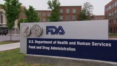 """Photo of ¿Se probó en minorías? Las """"condiciones"""" de la FDA para aprobar vacunas contra COVID-19"""