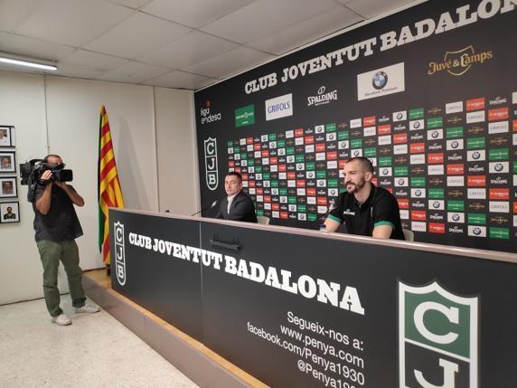 Ribas y Jordi Martín, director deportivo, durante la presentación.