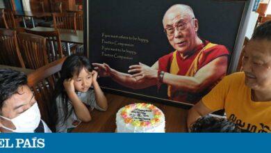 Photo of El Dalái Lama celebra su 85º cumpleaños sacando disco