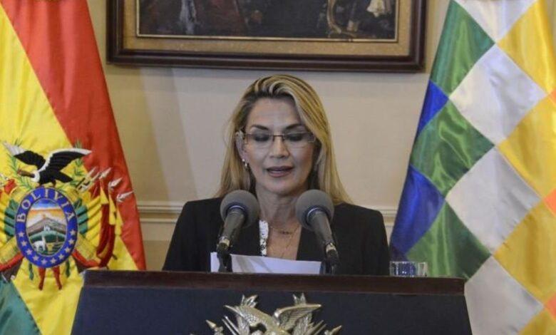 Coronavirus: la presidenta interina de Bolivia expropiará hospitales y cementerios
