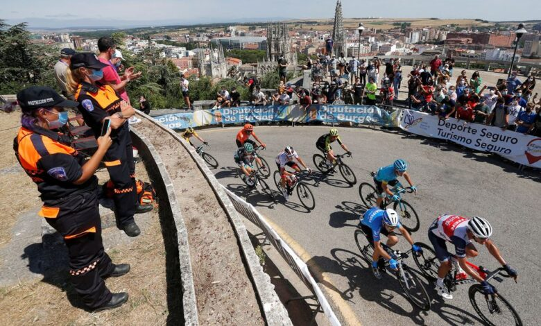 Aislados tres ciclistas en la Vuelta a Burgos por haber estado en contacto con un caso de covid-19 1