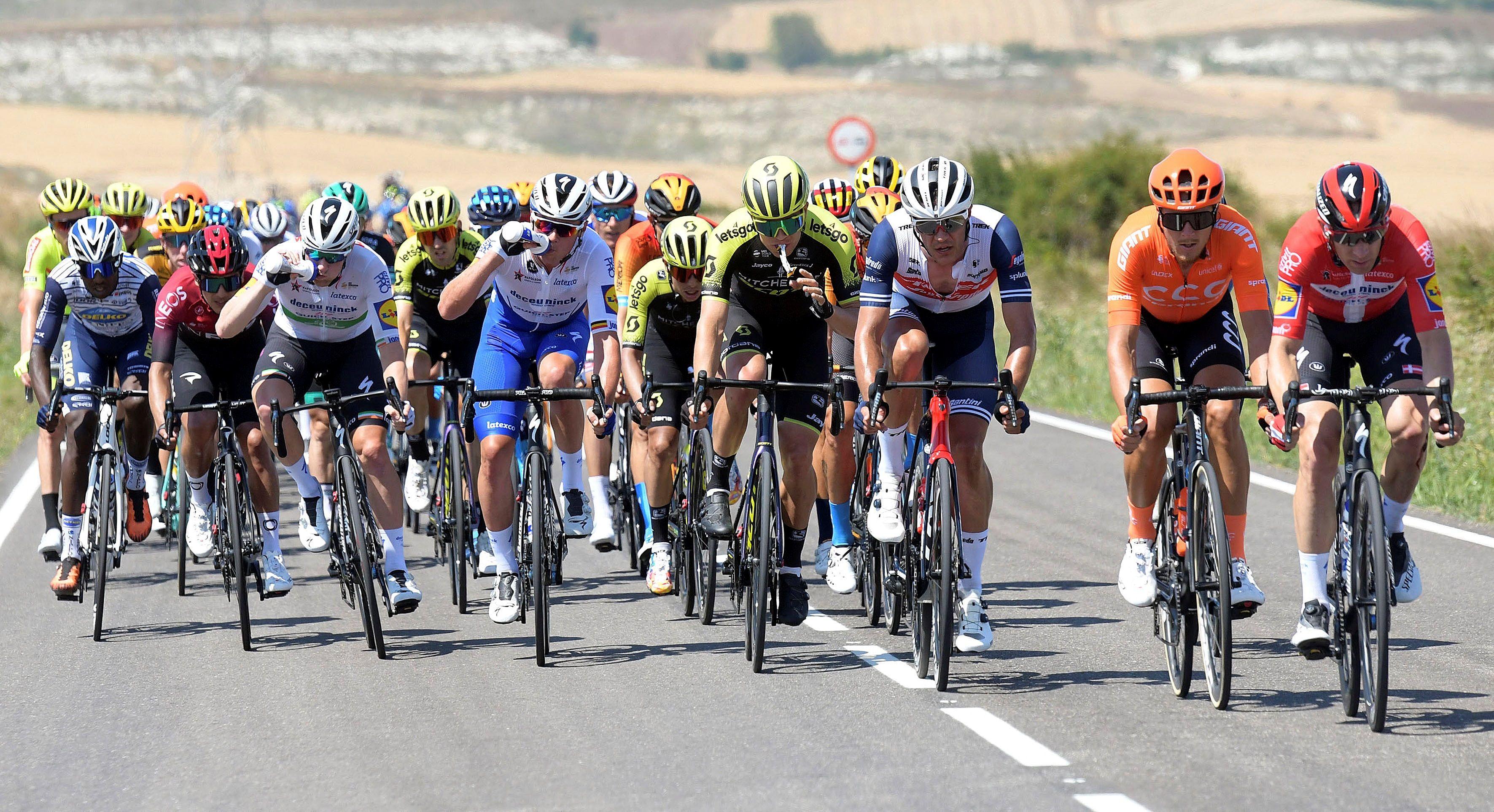 Aislados tres ciclistas en la Vuelta a Burgos por haber estado en contacto con un caso de covid-19 2