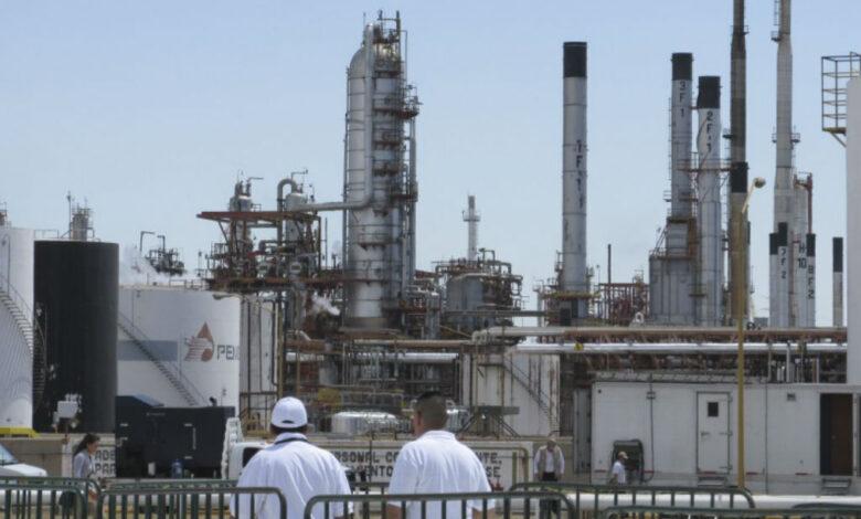 Aseguran vehículo con 12 explosivos tras amenazas a refinería de Salamanca 1