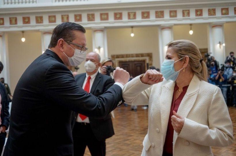 Coronavirus: la presidenta interina de Bolivia expropiará hospitales y cementerios 3