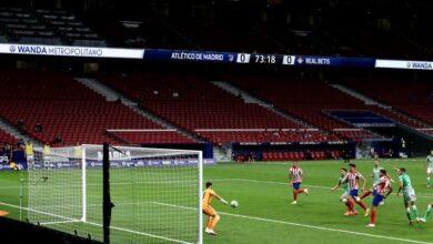 Photo of Costa rescata a un Atlético contra las cuerdas por el Betis y el VAR
