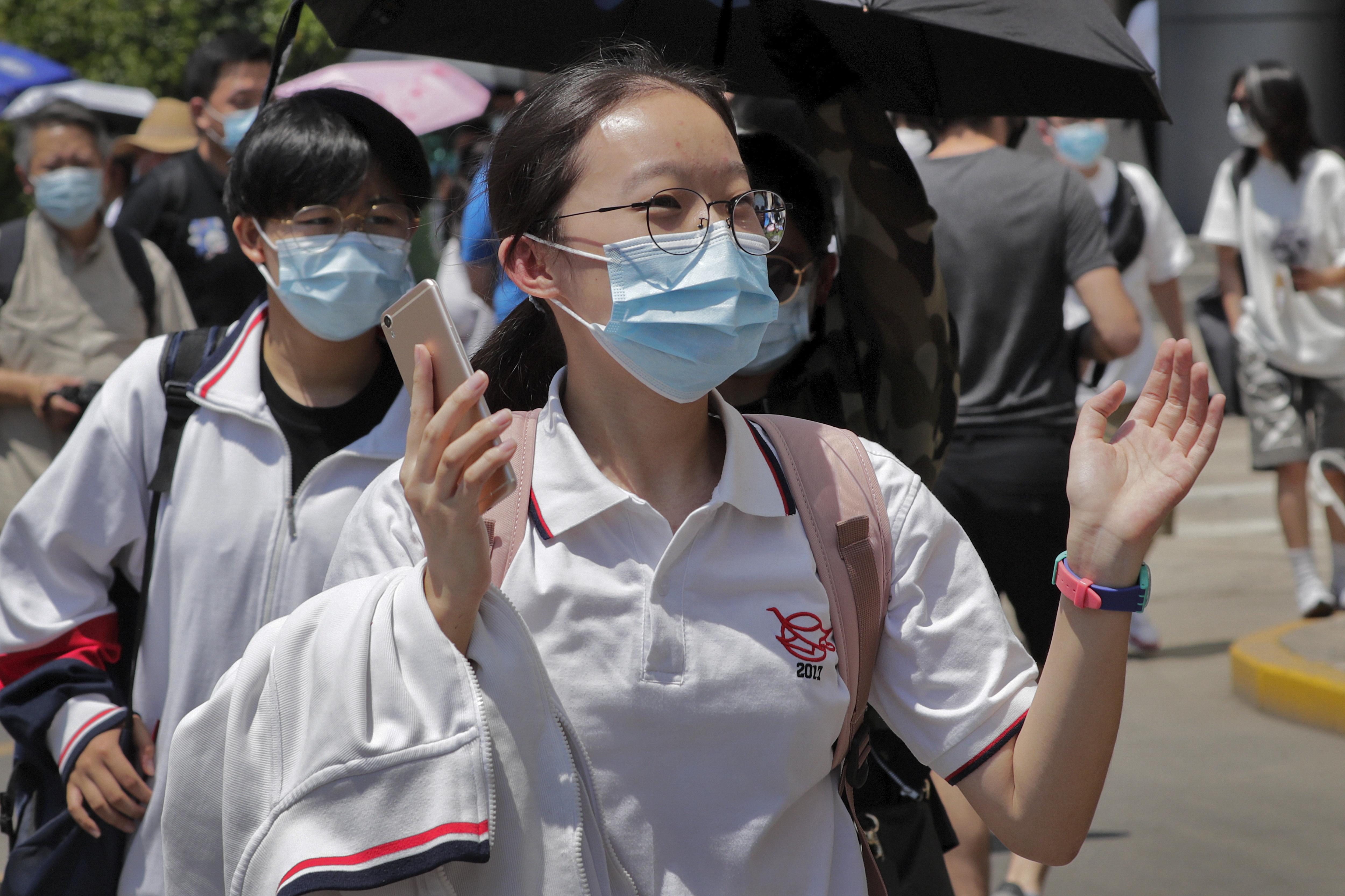 Diez millones de chinos comienzan la selectividad más dura de mundo entre fuertes medidas contra el virus 2