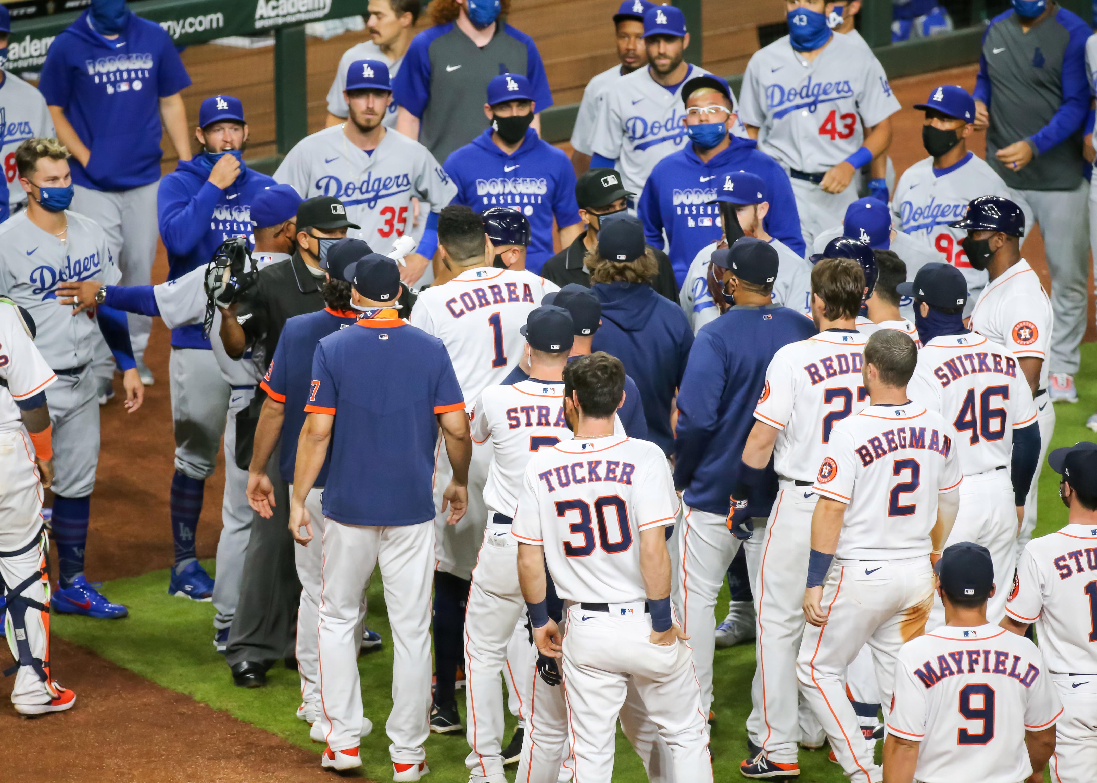 Dodgers derrotan a Astros, en juego con altercado 2