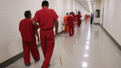 Photo of Proyecto Skywriting apunta a centros de detención de inmigración del sur de California