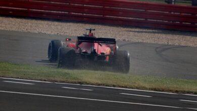 Photo of Desastre Vettel: Trompo y casi se lleva puesto a Sainz