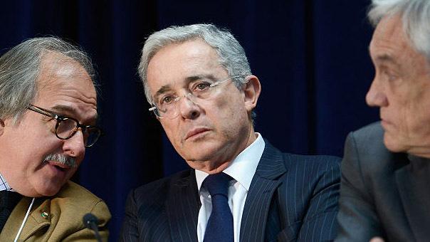 Photo of Colombia: el expresidente Álvaro Uribe da positivo por COVID-19