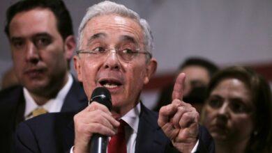 Photo of Detención domiciliaria de Álvaro Uribe prueba que nadie está por encima de la justicia: periodista
