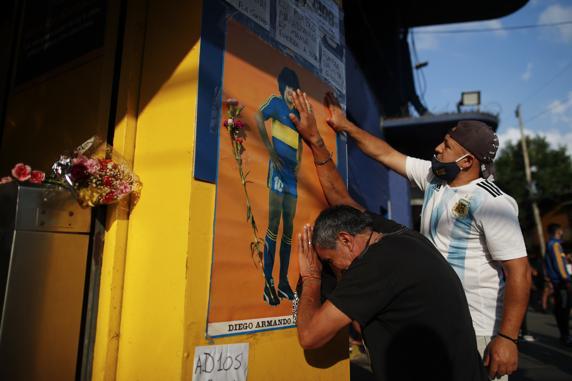Seguidores del '10' lloran su muerte en Argentina