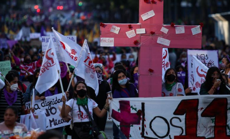 Al menos mil mujeres exigen justicia en el Día Internacional Contra la Violencia de Género 1