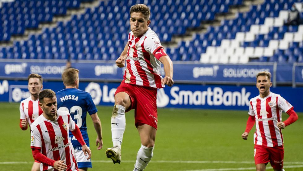 El Almería pone la directa en Oviedo 1