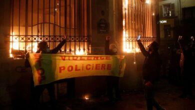 La justicia francesa imputa a los policías que dieron una paliza a un productor musical negro 3