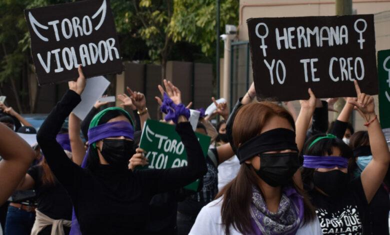 Protestan feministas en Guerrero contra Salgado Mecedonio 1