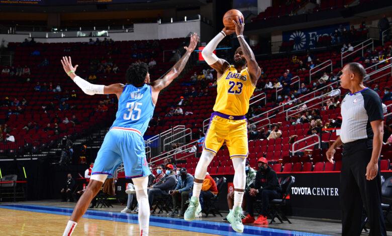 Lakers propinan otra paliza a Rockets 1