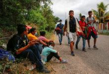 Miles de migrantes avanzan por Guatemala hacia EU, pese a restricciones de seguridad