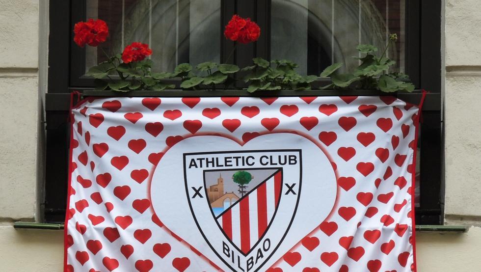 El alcalde de Bilbao invita a engalanar los balcones con banderas del Athletic 17