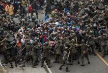 Guatemala frena por la fuerza a la caravana de migrantes que se dirige hacia México 3
