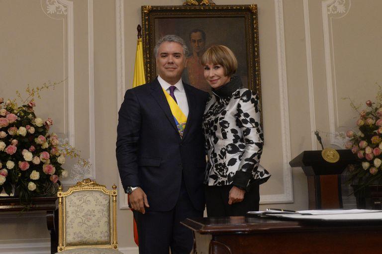 Iván Duque junto a Alicia Arango, la saliente ministra del Interior, el día de su posesión presidencial, el 7 de agosto 2018.