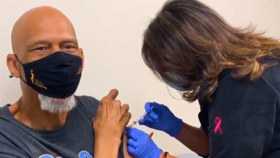 Kareem Abdul-Jabbar urge a la ciudadanía a vacunarse contra la covid-19 10
