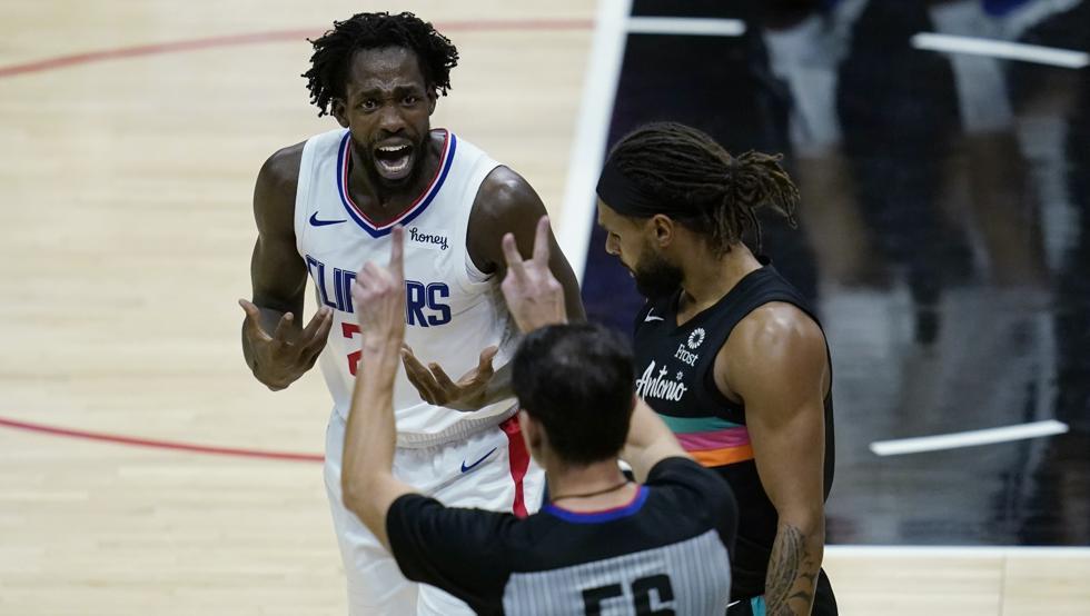 Los Spurs sorprenden a los Clippers de la mano de un gran Mills 12